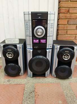 Equipo Sony con subwoofer