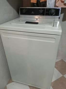 Lavadora Centrales 12 lbs perfecto estado.