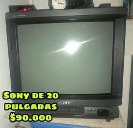 Se venden televisores en muy buen estado