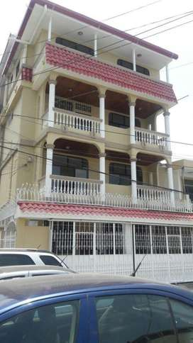 Alquilo Habitación Alborada VI Etapa: Frente a Centro C. La Rotonda  :