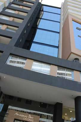 ARRIENDO || Oficina Semi-Amoblada en edificio amazonas park - Centro Sur Quito
