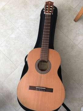 Guitarra electroacústica marca Alhambra