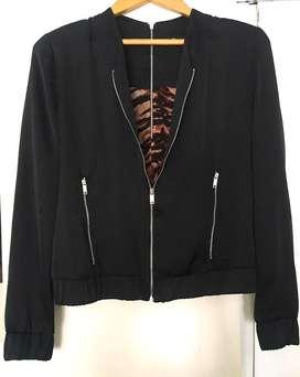 Campera Negra de Raso c/ Cierres Metalicos Zara USA Talle 40/42 Importada NY