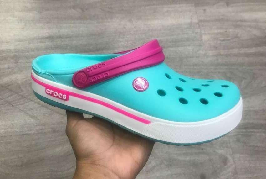 Crocs Clásicos para Dama 0