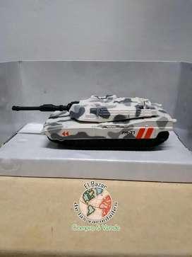 Tanque militar FM77 réplica en metal, original marca MaiSto, mide 12 cm de largo, nuevo