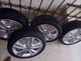 """Rin 17"""" 5 huecos originales Hyundai, con llantas casi nuevas 205/45R17, 95% de vida"""
