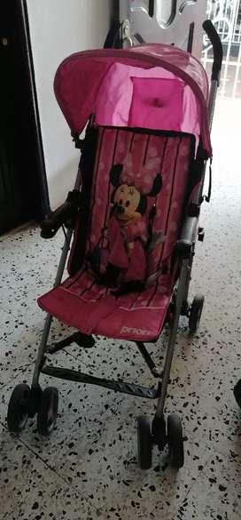 Coche de niña y silla de comer