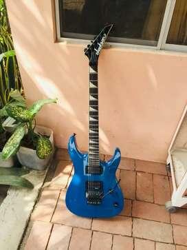 Guitarra Jackson JS32 DINKY ARCH TOP