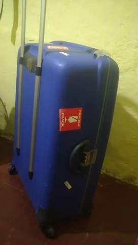 Vendo hermosa maleta grande tipo balija