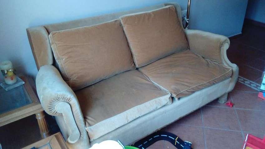 Sofa 2 cuerpos estilo ingles. Muy buen estado!! 0