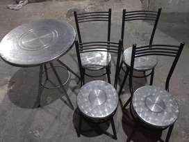 Mesa y sillas para negocio