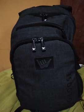 Vendo mochila Marka Hang Loose excelente estado
