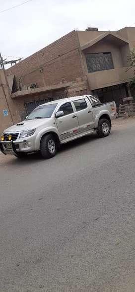 e vende Toyota Hilux  4x4 turbo intercooler  petrolera espejos y lunas  eléctricas