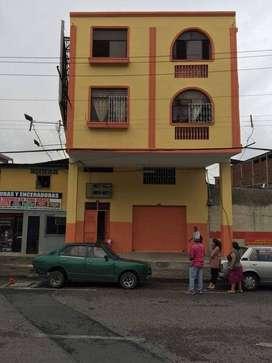 L14 - Venta Local comercial Centro Guayaquil con 5 suites y 2 departamentos Rentando 2.000 mensuales -