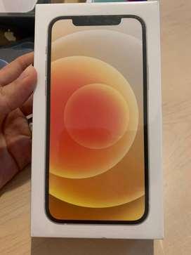 Vendo iPhone 12 de 64GB color blanco en caja sellada