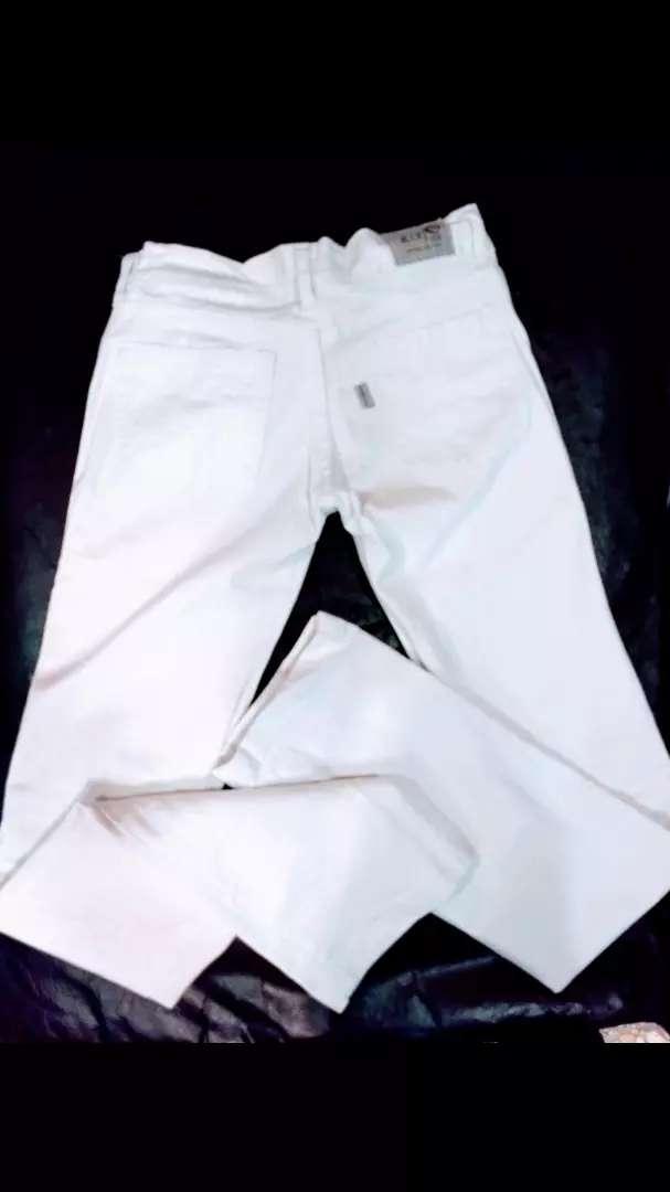 Jeans blanco talle 36 elastizado sin uso NUEVO 0