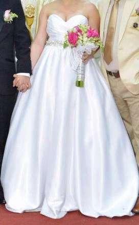Vestido de novia practicamente nuevo