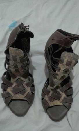 Zapatillas en Cuero Originales Marca Velez NUEVO