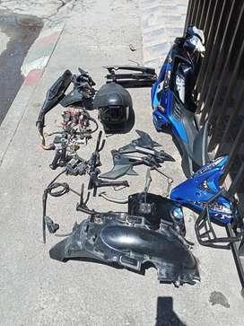 Se venden accesorios de moto tvs