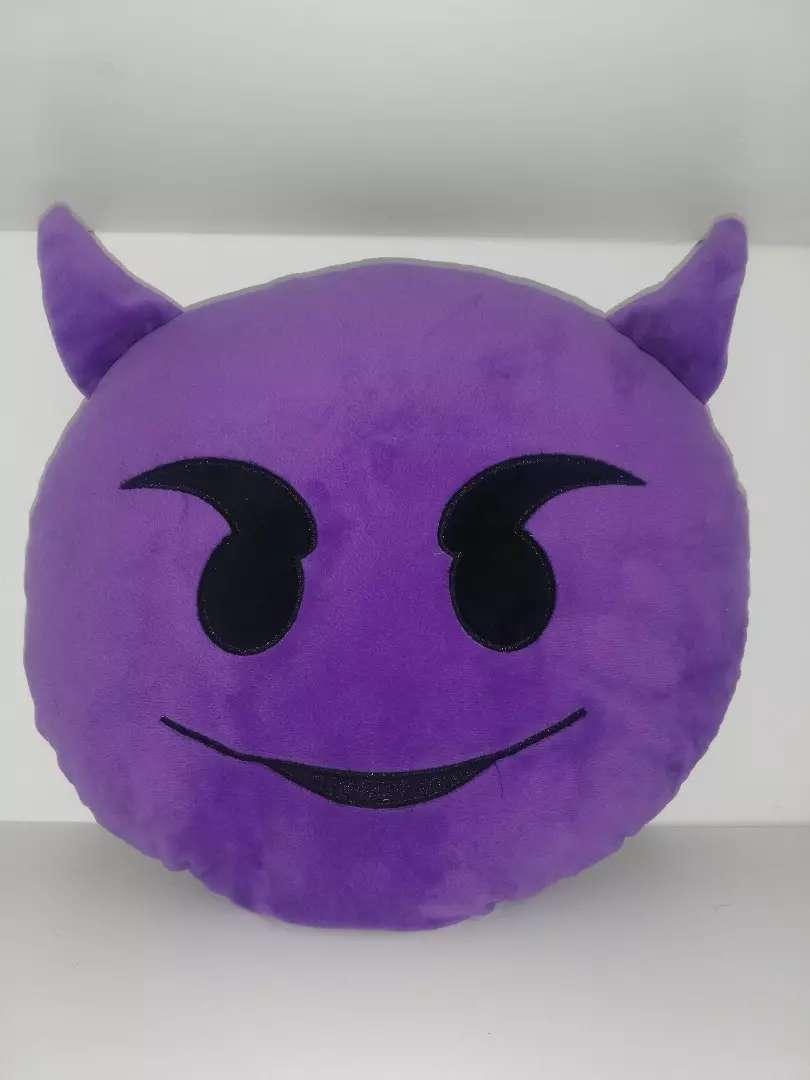 Emoji pillow 0