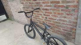 BMX  Mammoth color negro