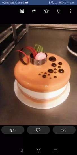 Me ofrezco para trabajar en el área pastelería y panadería con experiencia.
