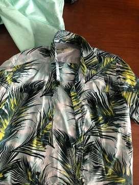 Camisas mangas cortas, originales talle M,L. Como nuevas