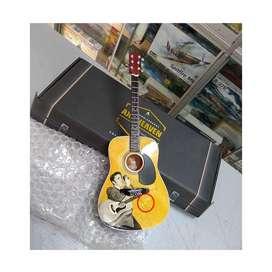 Miniatura Guitarra Elvis Axe Heaven Adorno Hard Rock Heavy