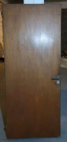 Puerta placa entrada semi blindada con marco de madera
