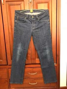 Jeans HUGO BOSS original.  Talla 30