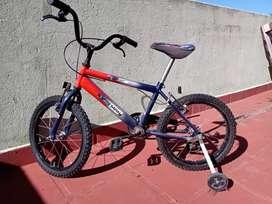 Bicicleta de niño de héroes