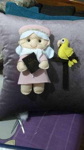 Cojines y muñecos en fieltro