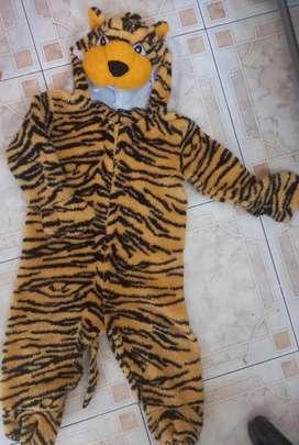 2 Disfraz pijama T.4