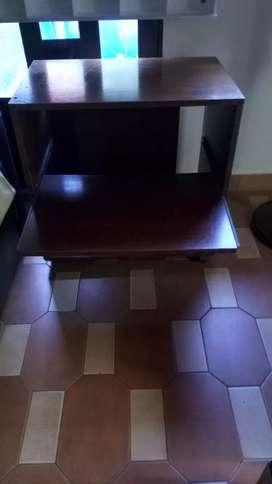 Mesa de TV con estante deslizante buena madera con ruedas
