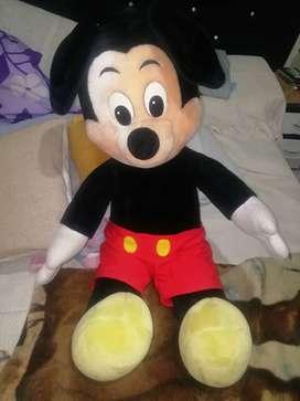 Vendo muñeco de Micky Mouse. Tamaño un metro de altura.