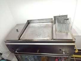 Plancha con freidora y baño maria
