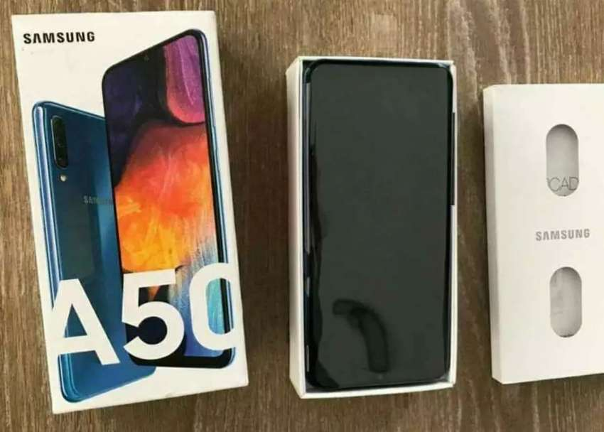 Samsung galaxy A50 de 128 GB libre de fábrica, nuevo en caja completo y Samsung A10S también nuevo en caja sellada