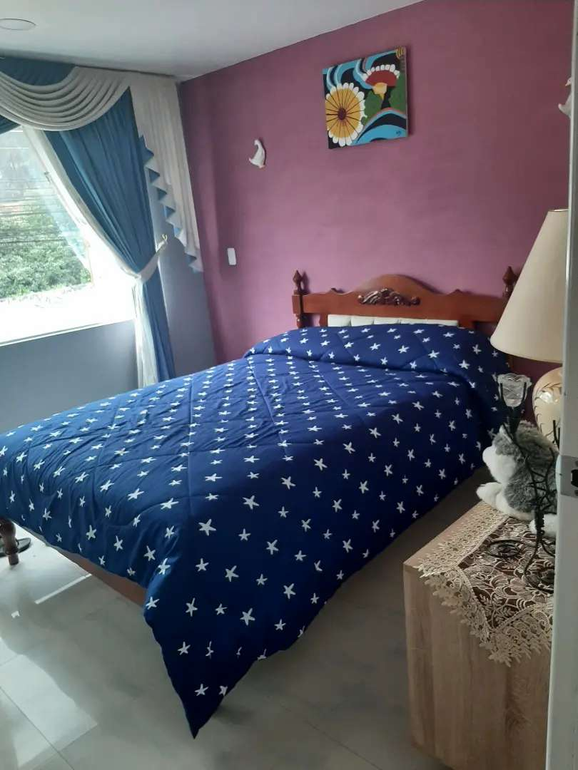 Se arrienda habitacion amoblada con baño, en una casa de condominio, ambiente familiar, con todos los servicios