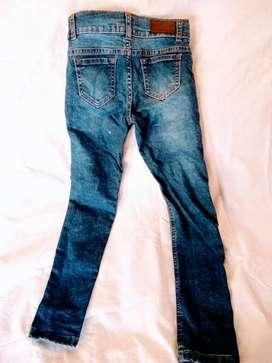 Pantalon jean nene   azul elastizado chupin talle  8  para 5 años perfecto