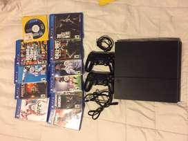 Play station 4 slim 800 gb viene con 2 mandos y incluye cargador y 11 juegos