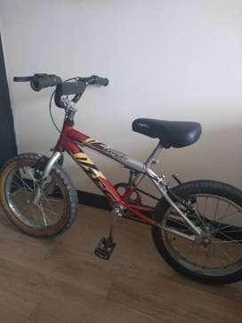 Bicicleta pequeña para niño