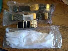 guantes y cintos militares