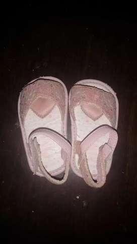 Vendo sandalias nro 18