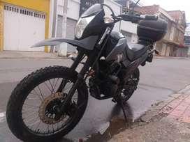 Vendo moto TTr 125 negra excelente estado