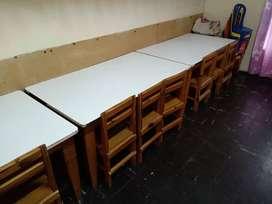 Mesas y sillas de jardín de infantes