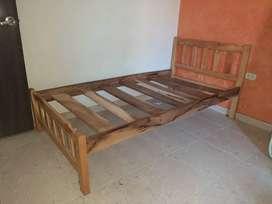 Vendo camas en buen estado, poco tiempo de uso.