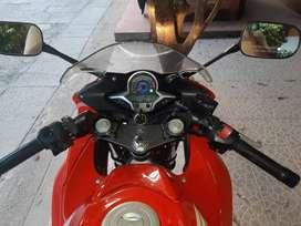 Se vende moto CBR 250R