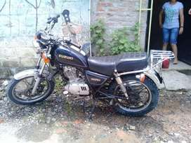 Vendo moto suzuki 125 pequeña