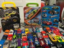 54 Carros Hot-wheels con tres cajas