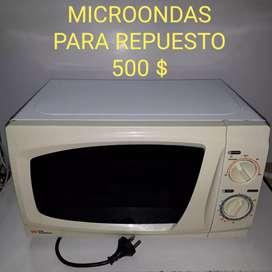 Microondas para repuestos, enciende, White Westinghouse 20litros wmm20re